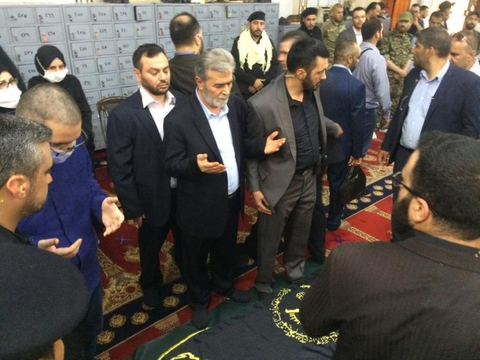 מנהיג הג'יהאד זיאד נחאלה מעל ארונו של שלח